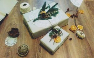 Karácsonyi ajándék csomagolás, gondolva a környezetre