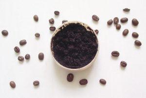 Mikroműanyag gyöngyök helyett: kávés testradír készítése